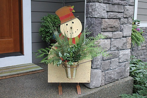 Simple front porch decorations less is more one for Front porch pantry coupon
