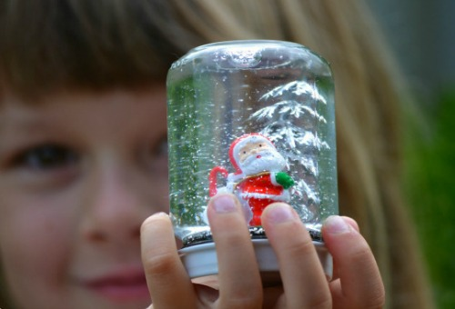 Easy kids christmas craft how to make your own snow for Snow globe craft for kids