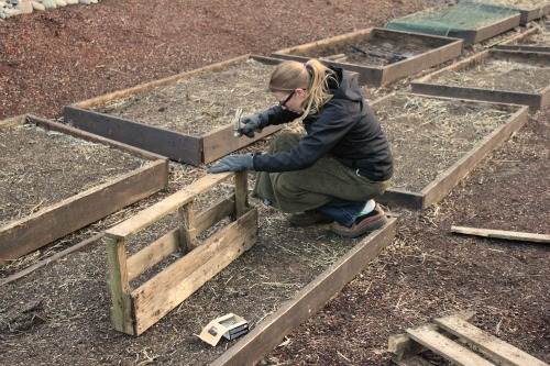 How to make your own flower box out of a wood pallet one for How to make a planter box out of pallets