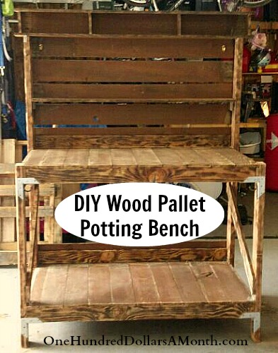 Diy recycled wood pallet potting bench and tool holder for What to make out of those old wood pallets