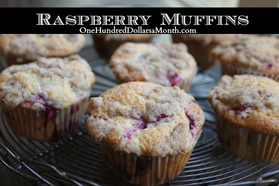 Raspberry-Muffins-with-Crumb-Topping