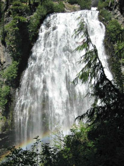 Mt.-Rainier-National-Park-waterfall