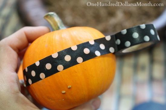 No Carve Pumpkin Decorating Idea - Pumpkins With Ribbons